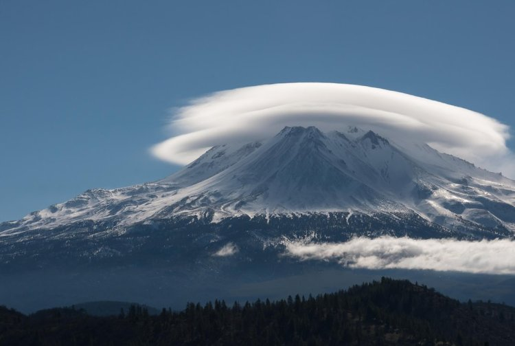 mount shasta lenticular cloud